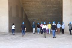 Les étudiants dans le carneau du pas de tir Ariane 5